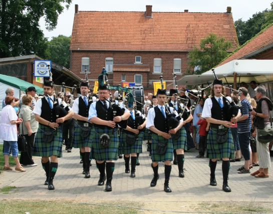 5 maclaren pipe band.jpg