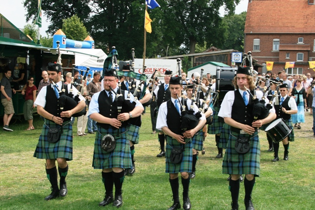 5a maclaren pipe band.jpg